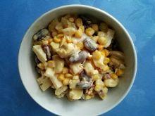 Pikantna sałatka z kurczakiem i ananasem