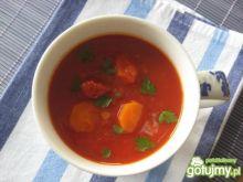 Pikantna zupa pomidorowa z soczewicą
