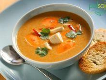 Pikantna zupa z mlekiem kokosowym i tofu
