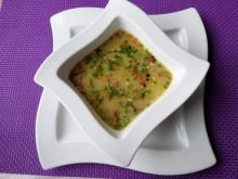 Pikantna zupa z serkiem topionym