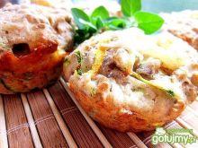 Pikantne mufinki z warzywami i serem