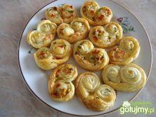 Pikantne palmiery z chili i serem żółtym