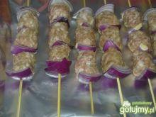 Pikantne szaszłyki z cebulą