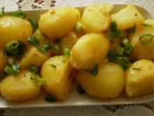 Pikantne ziemniaki gotowane w bulionie.