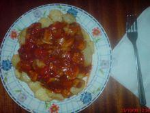 Pikantne ziemniaki z sosem węgierskim