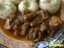Pikantny gulasz w paprykowym sosie
