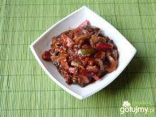 Pikantny gulasz z warzyw i kiełbasy