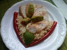 Pikantny kurczak z pastą  z awokado...
