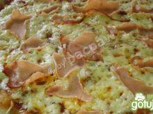 Piniowa pizza Vesuvio