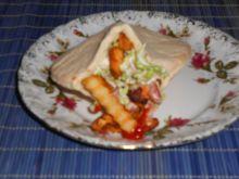 Pita z kurczakiem i sałatką z pekińskiej