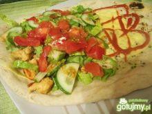 pita z mięsem i warzywami