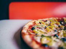 Jak przygotować pyszną pizzę w domu – przepis i wskazówki