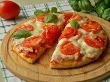 Pizza caprese z tuńczykiem