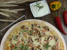 Pizza czosnkowo-pieczarkowa