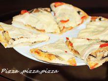 Pizza domowa z dwoma gatunkami sera