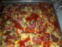 Pizza domowa z pieczarkami