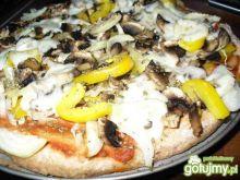 Pizza na cienkim spodzie z mąki orkiszow