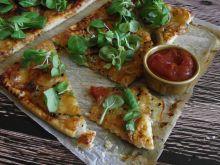 Pizza na francuskim cieście z serem i czarnuszką