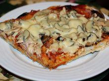 Pizza na średnim cieście