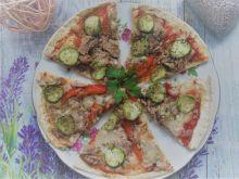 Pizza na tortilli z tuńczykiem