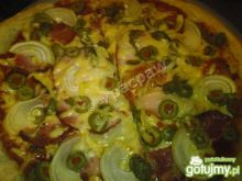 Pizza na zakwasie oliwkowo-kaparowa