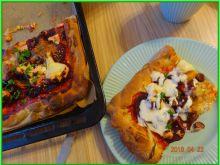 Pizza orkiszowa z buraczkami