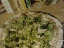 Pizza pełnoziarnista broccoli