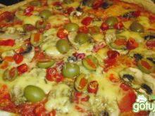 Pizza pełnoziarnista z chorizo