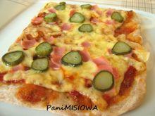 Pizza pełnoziarnista z ogórkiem konserwowym