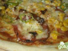 Pizza pikantna z kindziukiem i pepperoni