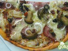 Pizza pomidorowa leśna z wstawką śródzie