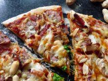 Pizza pszenno-żytnia z orzeszkami