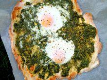 Pizza śniadaniowa ze szpinakiem i jajkiem