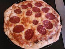 Pizza wiejska z salami