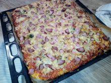 Pizza XXL z warzywami, szynką i serem wędzonym
