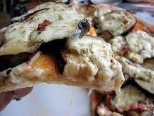 Pizza z bakłażanem i serkiem wiejskim