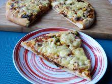 Pizza z boczkiem i kukurydzą