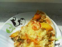 Pizza z brzoskwinią