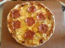 Pizza z dwoma serami i zywiecką na kamieniu