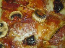 Pizza z grand salami i suszonymi pomidor