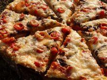 Pizza z grillowanym bakłażanem