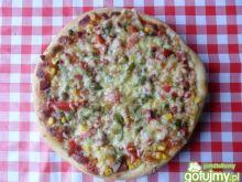 Pizza z groszkiem i kukurydzą