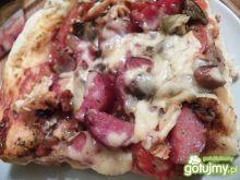 Pizza z grzybami i ketchupem z cukinii