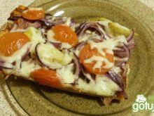 Pizza z karczochami, szynką parmeńską
