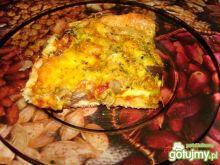 Pizza z kiełkami, grzybami i mozarellą