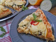 Pizza z kiszoną kapustą, cukinią i pieczarkami