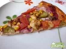 Pizza z kurczakiem i wędliną