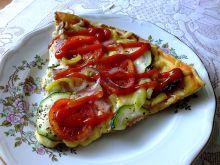 Pizza z letnimi dodatkami