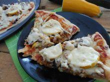 Pizza z mięsem i cukinią