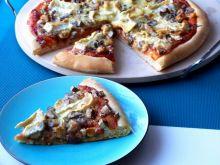 Pizza z mięsem i serem pleśniowym